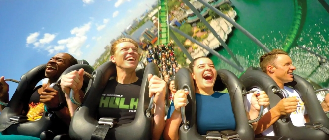 incredible-hulk-coaster-ride-people-a